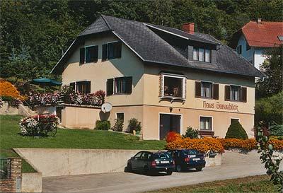"""Haus """"Donaublick"""" - Vorderansicht"""